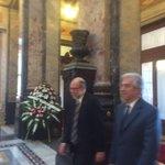 Tabaré #Vázquez presente en la despedida de #ChinaZorrilla en el Palacio Legislativo. http://t.co/P1UhvdekG1