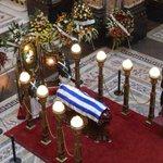 RT @elpaisuy: Uruguay le da el último adiós a #ChinaZorrilla - FOTOGALERÍA: http://t.co/kArx5EHzIw http://t.co/2mxbruwQEo
