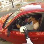 Justiceiro vira hit na web ao devolver lixo jogado no chão por motoristas http://t.co/KwRjwd6LOJ #G1PlanetaBizarro http://t.co/Y87DmGzzsk