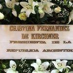 La presidenta argentina envió una corona de flores para despedir a China Zorrilla http://t.co/QshpnKKD9m