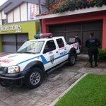 RT @JuanCallesMAS: Más personal de la UMO ingresa a casa de expresidente Francisco Flores. Foto (J. Anaya) http://t.co/hJb3g6pVqg