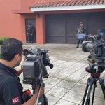 RT @ojoatento: La prensa a la espera de notificación de revocatoria de arresto domiciliario contra Francisco Flores. http://t.co/ihNUUigKf2