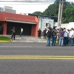 Periodistas están a la expectativa por posible traslado de Francisco Flores de su casa a bartolinas. http://t.co/iPtKWrR5lJ