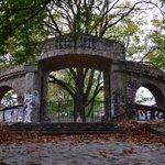 Seit Jahren wegen Vandalismus gesperrtes Kriegs-Ehrenmal in #Berlin #Lankwitz #DoYouKnowBerlin #lostberlin #abandoned http://t.co/IyEao0efh5