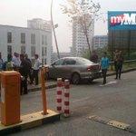 RT @hmetromy: Seorang siswi UiTM Shah Alam maut dirempuh sebuah kereta di kampus berkenaan petang tadi. http://t.co/J7RWEK5uKY http://t.co/aDJC8FK7Gf