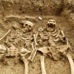 RT @Maaiysa: Love this from @uniofleicester. Skeletons found holding hands after 700 years http://t.co/Wtwj0drEVh http://t.co/I5vgyCUzHC #Leicester