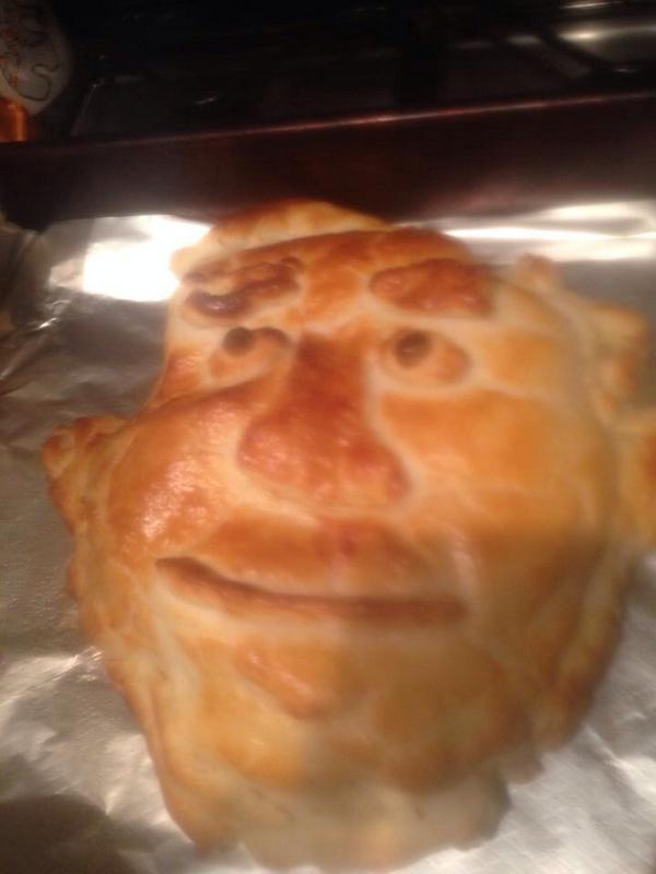 Hilarious! RT @geocham My friend Lucy made Salmond en croute tonight. Genius. #indyref http://t.co/QBrGxjbVrK