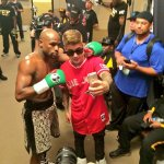 RT @shots: Very cool pic of @FloydMayweather and @JustinBieber taking selfies on @shots before last Saturday nights fight! http://t.co/demjploMfZ
