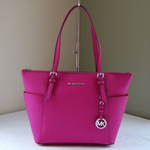 **WIN** We have this fab Michael Kors Tote to give away. To be in with a chance of winning just RT & follow. http://t.co/8OSR30nLTj