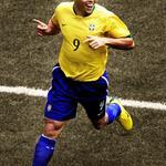 Hoy es el cumpleaños #38 de Ronaldo Luís Nazário de Lima ¡FELICIDADES! http://t.co/tllMuCSzP7