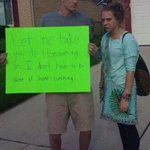 RT @roblockk: BEST HOMECOMING PROPOSAL IM WEAK ???? http://t.co/s5WHbwGTnr