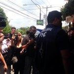 RT @Meganoticias19: Llega inspectoría de la PNC a la residencia del ex Pdte.Flores Vía @RoxanaRuiztv21 http://t.co/mFOkE4VwVR