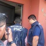 RT @LPGJudicial: Miembros de la Inspectoría General de la PNC acaban de ingresar a la vivienda de Francisco Flores. http://t.co/N7HDJVH82V