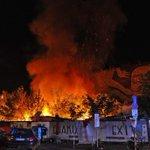 Großbrand in Cuvrybrache, Obdachlosen-Bretterbuden abgebrannt. Im B.Z. Live Ticker http://t.co/UCalLcGxCP #Berlin http://t.co/TCeT9mE9Gz