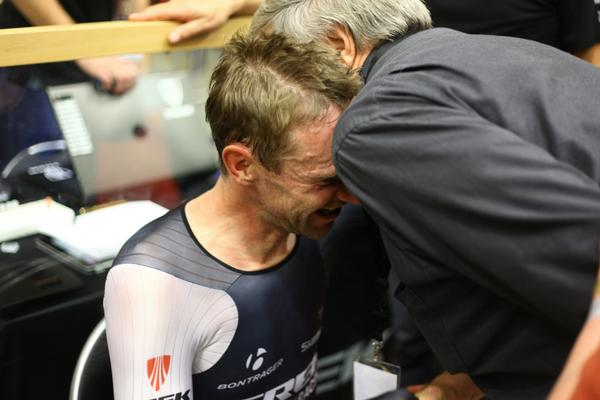 Celebrating with his father:  #HourRecord http://t.co/zsL25g6hX1
