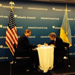 RT @DamonMacWilson: .@FredKempe & Eugene Czolij launch @AtlanticCouncil @UWCongress partnership to support Ukraine in Europe #ACUkraine http://t.co/kHV5VW3Hk6