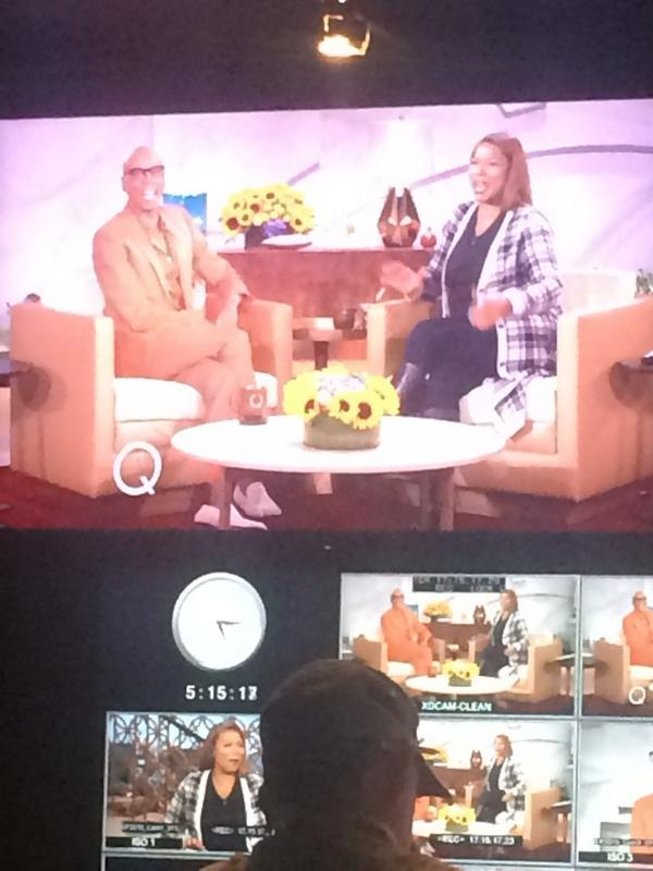 "Wise words from @RuPaul today: ""I don't lend, I don't borrow, and I don't visit!"" #werk #qlshow http://t.co/PAcRwsOAt9"