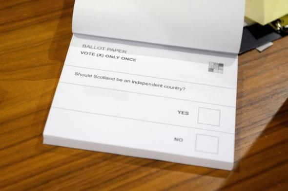 """スコットランド独立を問う投票用紙のあまりのシンプルさに驚愕RT http://t.co/RIFHhnzTrb http://t.co/WspDeSqQ5g"""""""
