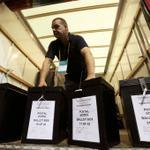 Référendum : les bureaux de vote sont fermés en Écosse http://t.co/Q4eyl0To5J http://t.co/0KIXMwoTqs