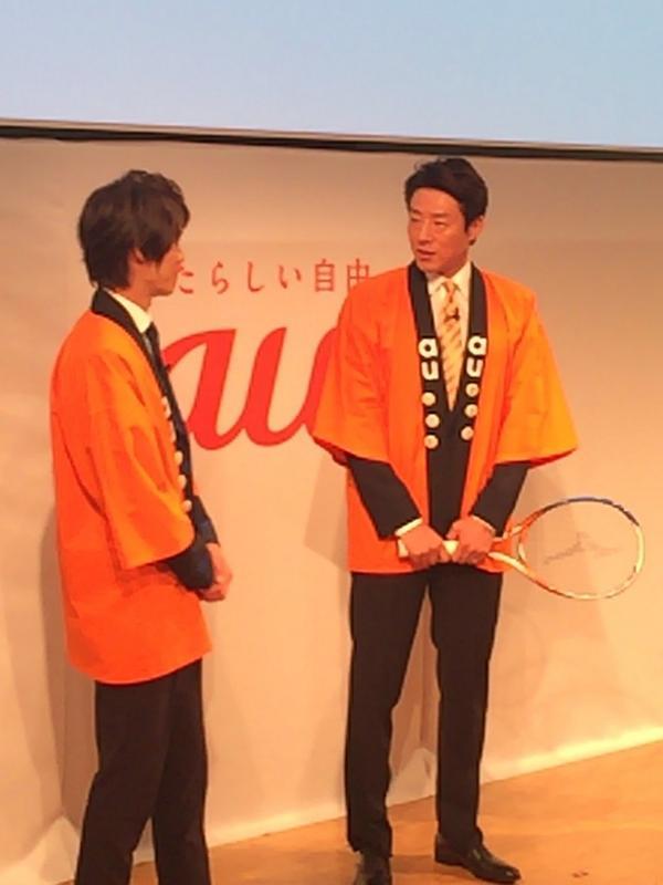 iPhone発表会にテニスのラケットを持ってきた松岡修造さん。(は) http://t.co/zW0Rth9Wof