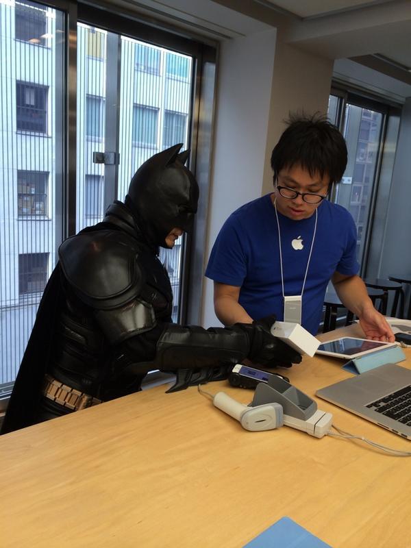 えっ、まさか千葉ットマン?!Σ( ̄。 ̄ノ)ノ QT @AyanoTDO: 【速報】バッドマンが #iPhone6 をゲット! #Apple http://t.co/FOGT8LU3Uv