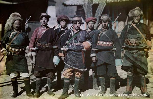 いよいよ明日~!学生の皆さま、とっても貴重な機会です★【EVENT】9/20 「100年前の写真と衣装 奇跡のはじまり」#西谷真理子#神戸ファッション美術館@スタンダードブックストア心斎橋 http://t.co/FxttMYzCVk http://t.co/EbB91iUfUA