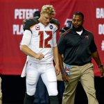 Josh McCown leaves disastrous start with apparent hand injury http://t.co/MqrCNUmjgA http://t.co/gbzPXbJlVK