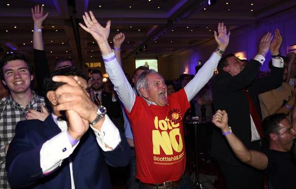 Scots voting against independence, early results show: http://t.co/FyaHg5m0UZ #ScotlandDecides #indyref http://t.co/eV52JZ9NHW