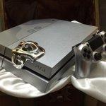 PS4の「ドラゴンクエスト メタルスライムエディション」が会場に展示! http://t.co/7UPYMPsL4F #TGS2014 http://t.co/sH3Se1pzWI