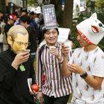 東京のアップルストア前で「iPhone 6/6 Plus」の発売を待つ人々⇒写真で見る世界のニュース http://t.co/BiNhXIbCQc (AP) http://t.co/O29QtrCM1I