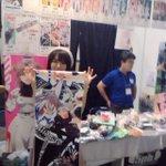 東京ゲームショウ 5pb.物販ブースで、カデンツァの主役フレイヤを演じる近藤唯さんに、ブース展示用にサインをいただきました! 日曜日まで展示してますよ♪ #TGS2014 http://t.co/R0YHJNVjyk