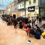 RT @birminghammail: Hundreds queued in @Bullring and along New Street today to get the new #iPhone6 http://t.co/HKyMgjlHpB http://t.co/BLu1DWaPxS