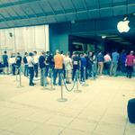 RT @Ppissavy: Disneyland? Non non la sortie dun nouveau mobile.. #AppleStore #apple #iPhone6 #Montpellier #wait #getbored http://t.co/75nDTw5o4C