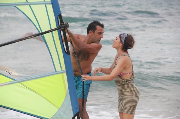 Zeynep ve Ozan'ın balayı maceraları devam ediyor. 1 Erkek 1 Kadın 1 Çocuk yeni bölümüyle bu akşam 23:30'da Fox'ta! http://t.co/WJXnVphcXm