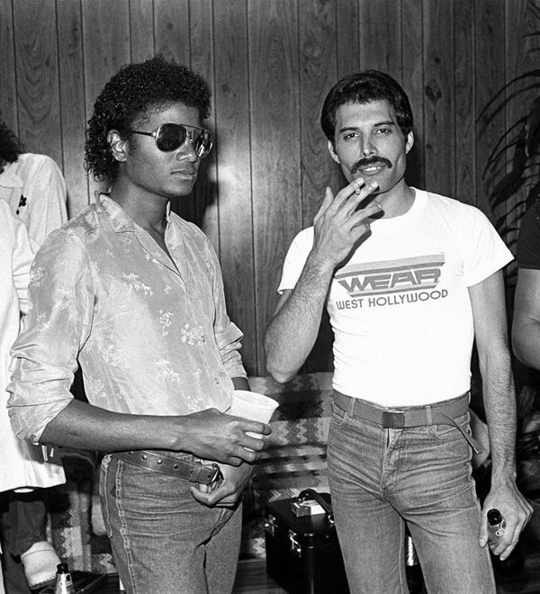 遂に出た!噂のフレディ&マイケルのデュエット曲、発売   #Queen   BARKS音楽ニュース http://t.co/tToaaERrMD #BARKS #フレディ・マーキュリー #マイケル・ジャクソン http://t.co/E8hoPzrMhz
