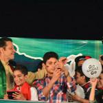 RT @Mnoor1995: The cutest moments of #AzadiSquare ^.^ 18.09.14 #GoNawazGo http://t.co/wuixYXUTCQ
