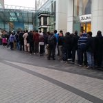 The #iphone6 queue has been building over night and is now way past the bull! #bullring http://t.co/dscgcaRdRS
