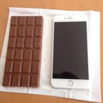 Confirmed: the iPhone 6 Plus is the exact same size of a brick of Milka chocolate. http://t.co/ZiZyT2wgqP