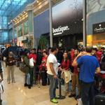 Are you in this very very long queue? #iPhone6 Video of said queue here; http://t.co/HKyMgjlHpB http://t.co/8thHfR3DV2