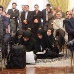 Como nos vamos entender? Las mujeres al suelo,ellos muy sentados.IRAN. POR ELLAS!!!! RT. http://t.co/TX3HpQyFTc