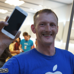 Builder Andy Walford becomes the first customer at #Birmingham @bullrings Apple Store to own the #iPhone6. iOS 8 http://t.co/XtIlcoILGL