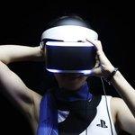 写真は、仮想現実を作り出すソニーのヘッドセット「モーフィアス」の実演⇒ソニー、ゲーム事業を娯楽サービスの中核に http://t.co/G9xDexyxt1(Reuters) http://t.co/Zvq0S39ZLq