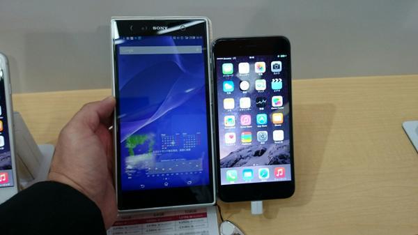iPhone 6 PlusデカっとかいうけどXperia Z Ultraに比べたらちびっこですよw http://t.co/sQYKtASPyP