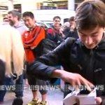El primer comprador del iPhone 6... lo deja caer al suelo de la emoción (vídeo) http://t.co/21lOrqm604 http://t.co/3IFwLrjFLC