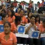 RT @mincombolivia: #Liberacióncientífica: Pdte.Morales entrega 14.100computadoras KUAA a estudiantes #SantaCruz http://t.co/109GtZxQWx http://t.co/t88DbgZRSD