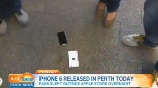 Apple fan buys the very first iPhone 6 then immediately drops it on live TV http://t.co/YygmsGL0Lq #Apple #iPhone6 http://t.co/KbmjLbn5Vm