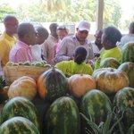 A Pétion-ville, pour procéder à linauguration du Marché aux Fruits. Une promesse devenue réalité ! http://t.co/XxAq0Yqrrp