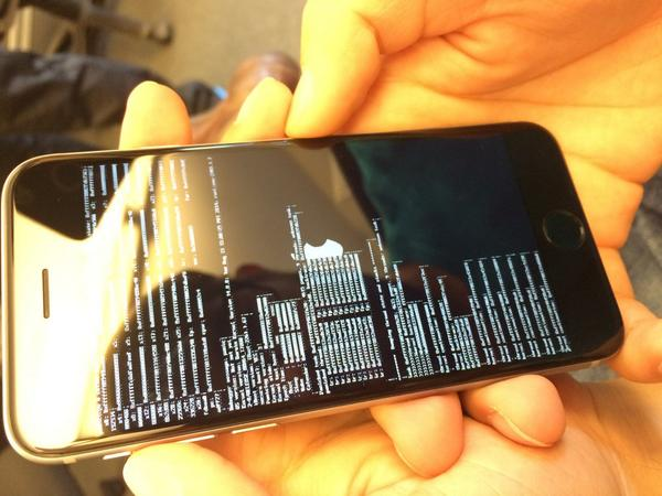 "Not a great ""First Boot"" experience for someone (who isn't me) today with their new iPhone: http://t.co/R9ASAapQrO"