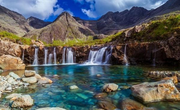 ''Los lagos de Hadas'', Isla de Skye, Escocia. http://t.co/ZI9PUiZlWO