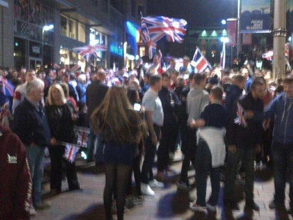 Getting ugly on Buchanan St in Glasgow. Unionist crowd looking for Yes supporters. Really sad sight. http://t.co/Fc9S81YHfh
